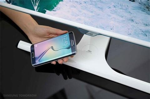 Màn hình Samsung có thể sạc pin cho smartphone